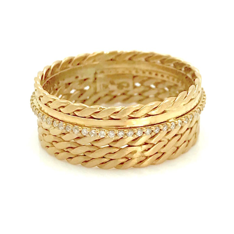 18k-Twist-Mesh-textured-Center Pave Diamond Cigar Band featuring signature twist mesh textured wide band with off center Diamond-Belt EFCR-03F
