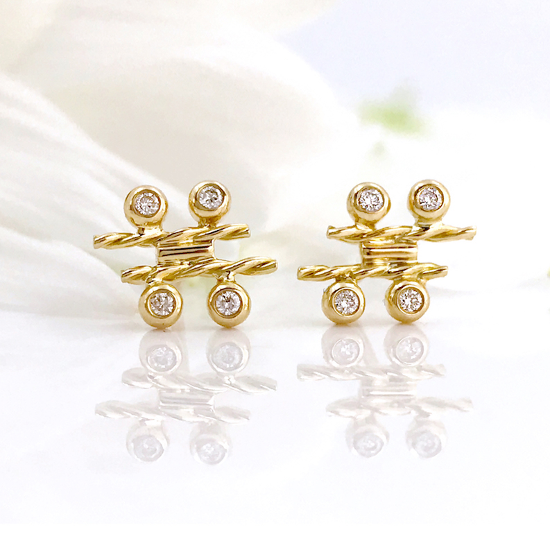 18k-gold-diamond-four-star-twist-bar-stud-earrings-SIS-18 copy