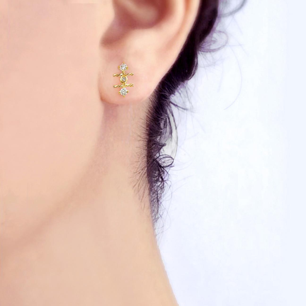 18k-gold-diamond-mix-setting-signature-twist-Stud-Earrings-jewelyrie-C