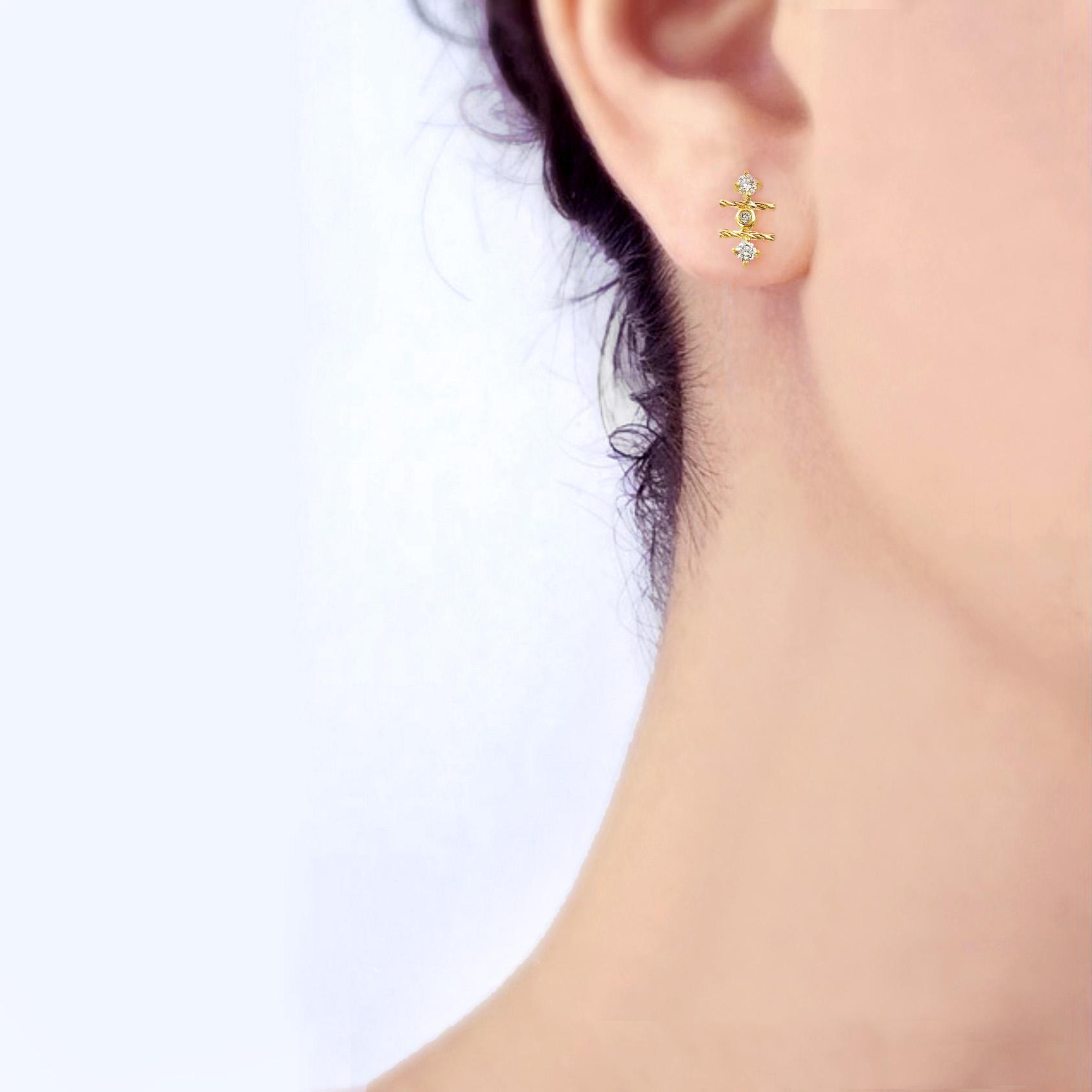 18k-gold-diamond-mix-setting-signature-twist-Stud-Earrings-jewelyrie-L