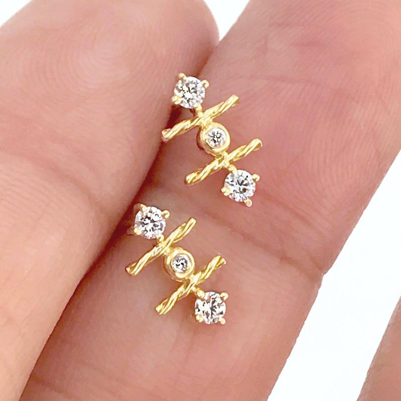18k-gold-diamond-mix-setting-signature-twist-Stud-Earrings-jewelyrie-hap