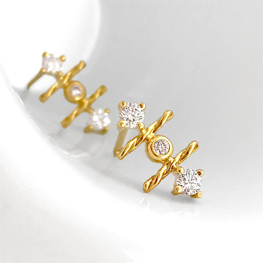 18k-gold-diamond-mix-setting-signature-twist-Stud-Earrings-jewelyrie-hap.