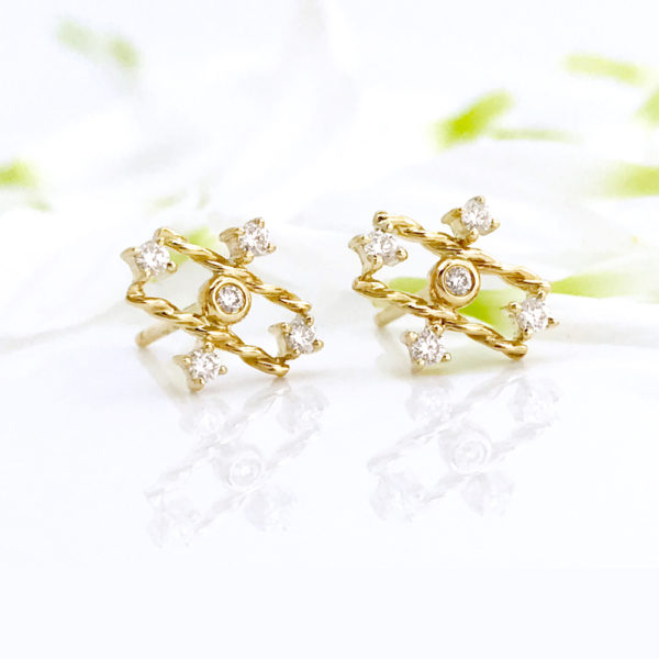 18k Gold Diamond Mix Setting Five Star Twist Stud Earrings from Tulle Collection By Huan Wang for Jewelyrie