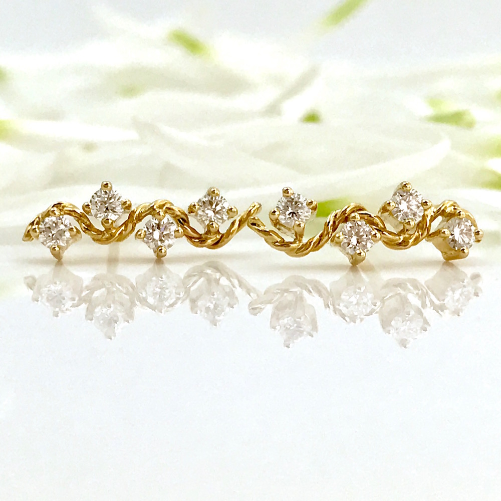 18k-diamond-twist-wave-Enlace-stud-Earrings-Jewelyrie-Tulle-Studs-Collection-b