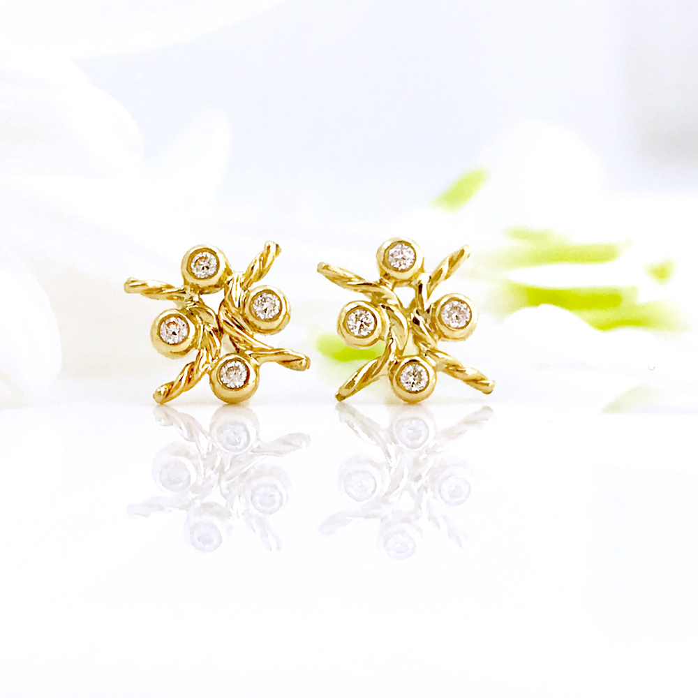 18k Gold Diamond Four Star Open Twist Stud Earrings