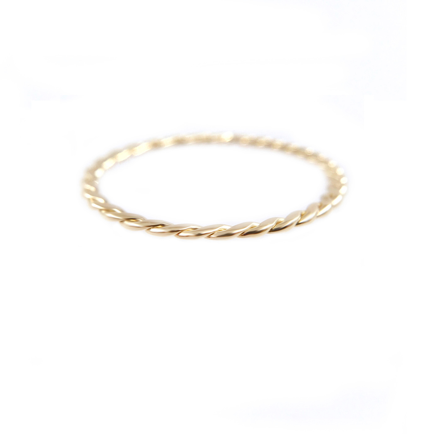 51-JeweLyrie-Signature-Gold-Slim-Twist-0.8mm-band-Ring-Guard-Spacer_7931