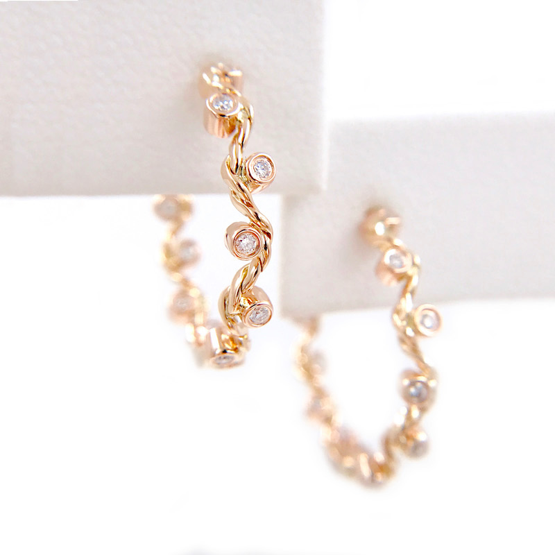 83-Signature-Wavy-Twist-Scattered-Diamond-Gold-Hoop-Earrings_7341